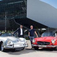 Dos modelos clásicos de Mercedes y Porsche posan en las puertas del Porsche Museum - SoyMotor