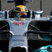 Lewis Hamilton con el Mercedes en Baréin - LaF1