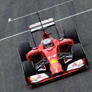 Fernando Alonso en la recta principal de Jerez - LaF1