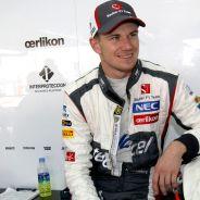 Nico Hülkenberg en el box de Sauber - LaF1