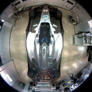 Instantánea del supuesto ladrón en el interior del box de Mercedes - LaF1