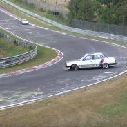 BMW E30 pierde líquido refrigerante en Nürburgring - SoyMotor.com