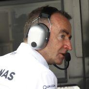 Paddy Lowe en el muro de Mercedes en Austria - LaF1