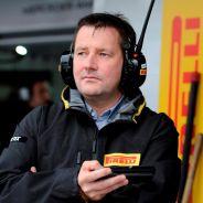 Paul Hembery en el pit lane - LaF1.es