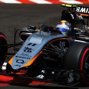 Sergio Pérez con el Force India durante la carrera de Mónaco - LaF1
