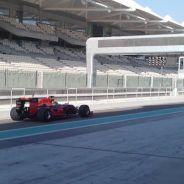 Pierre Gasly con el RB11 modificado y neumáticos Pirelli 2017 en Abu Dabi - LaF1