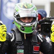 'Nelsinho' Piquet celebrando su título de la Fórmula E - LaF1