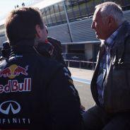 Christian Horner convesa con Dietrich Mateschitz en el Pit Lane de Jerez - LaF1
