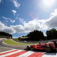 Räikkönen encarando Eau Roouge con el Ferrari F60 - LaF1