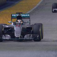 Kimi Räikkönen persigue a Lewis Hamilton en Singapur - LaF1