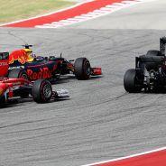 Daniel Ricciardo con los Mercedes y el Ferrari de Kimi Räikkönen en Austin - LaF1