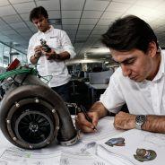 Ingenieros de Renault en la fábrica de Viry - LaF1