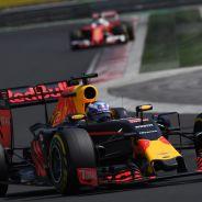 Daniel Ricciardo por delante de Sebastian Vettel - LaF1