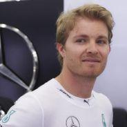 Nico Rosberg en el box de Mercedes en Baréin - LaF1