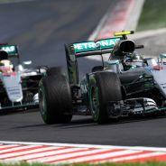 Nico Rosberg perseguido por Lewis Hamilton en Hungaroring - LaF1