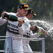 Nico Rosberg y Lewis Hamilton en el podio de Monza - LaF1