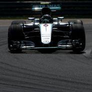 Rosberg fue cuestionado por no levantar suficientemente el pie durante las banderas amarillas - LaF1