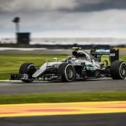 Rosberg sufrió un fallo en la caja de cambios durante la carrera en Silverstone - LaF1