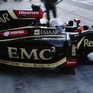 Romain Grosjean con el E22 en Abu Dhabi - LaF1.es