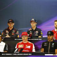 Alonso, Räikkönen, Hamilton, Verstappen, Kvyat y Stevens en la rueda de prensa - LaF1