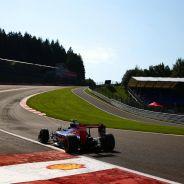 Carlos Sainz subiendo Eau Rouge con el Toro Rosso - LaF1