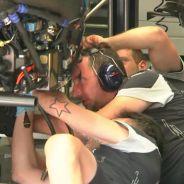 Mecánicos de Toro Rosso trabajando en el coche de Sainz tras los Libres 3 - LaF1