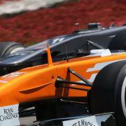 Adrian Sutil pelea con su Force India contra el Sauber de Nico Hülkenberg - LaF1