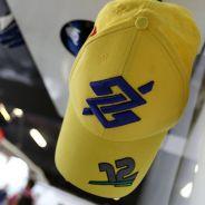 Logotipo de Banco do Brasil en la gorra de Nasr - LaF1