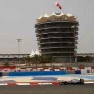 Michael Schumacher negocia el primer sector de Baréin - LaF1
