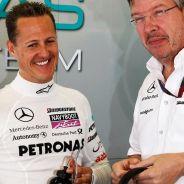 Michael Schumacher y Ross Brawn en una imagen de archivo - LaF1