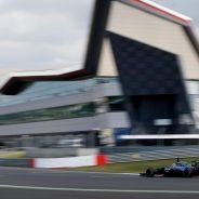 El McLaren MP4-29 de Magnussen rodando en Silverstone durante el 2014 - LaF1.es