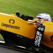 Sergey Sirotkin a los mandos del RS16 - LaF1