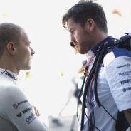 Valtteri Bottas charlando con Rob Smedley - LaF1.es