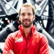 Jean-Eric Vergne posa de rojo en Maranello - LaF1
