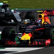 Max Verstappen, por delante de Nico Rosberg en Silverstone - laF1