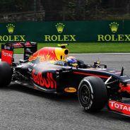 Max Verstappen, perseguido por Kimi Räikkönen - laF1