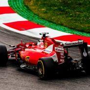 Sebastian Vettel durante los entrenamientos libres del viernes en Austria - LaF1