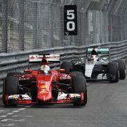 Ecclestone no quiere que el poder de Ferrari y Mercedes perjudique a la Fórmula 1 - LaF1