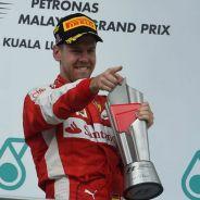 Vettel celebra su primera victoria con Ferrari - LaF1