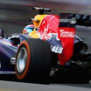 Sebastian Vettel, piloto de Red Bull, vuela en Suzuka en el GP de Japón