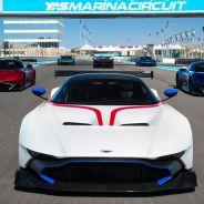 Los Aston Martin Vulcan ya rugen en su hábitat natural, los circuitos - SoyMotor