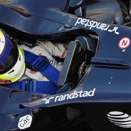Pastor Maldonado en los test de 2011, con la pintura azul que Williams usará en Jerez - LaF1