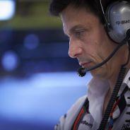 Wolff asistió atónito, como su equipo, a una carrera muy extraña para Mercedes - LaF1