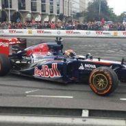 Max Verstappen se estrella en su primera exhibición con Toro Rosso