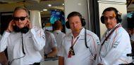 Mansour Ojjeh, Zak Brown y Sheikh Mohammed bin Essa Al Khalifa en Silverstone - SoyMotor.com