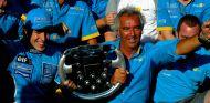 Fernando Alonso celebra con Renault su primera victoria en F1 - SoyMotor.com