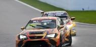 Demostración y victoria de Mikel Azcona en la TCR Europe, en Spa - SoyMotor.com