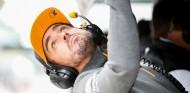 Fernando Alonso en el pitwall - SoyMotor.com