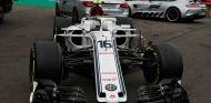 Coche de Charles Leclerc tras el accidente en la salida del GP de Bélgica - SoyMotor