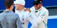 Valtteri Bottas y Lewis Hamilton tras la clasificación de Rusia - SoyMotor